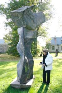 Sisyphus (200, granite, 395 cm) & Laila